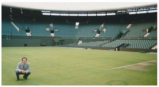 図1 国際テニス連盟(ITF)主催 第1回テニスの科学技術に関する国際会議 ウィンブルドン・テニスコート訪問
